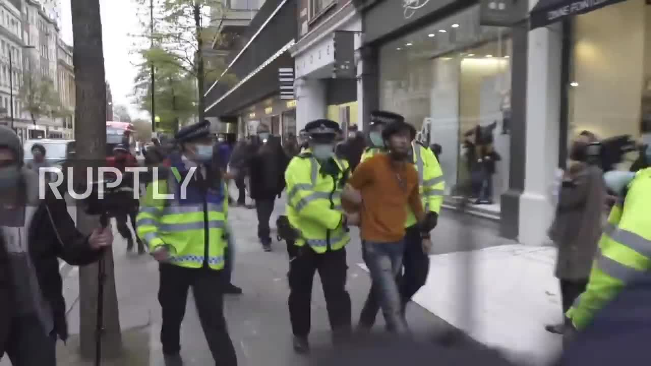 UK: Several arrested as Muslims hold prayer outside French embassy in protest of Macron